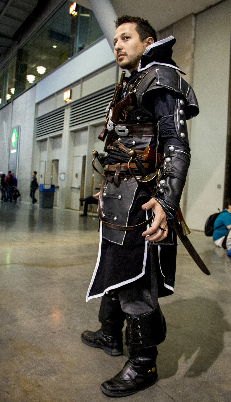 Assassin S Creed Cosplay Black Armed Gamer